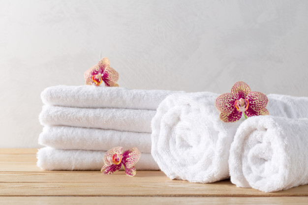towels-roll-with-flower_93675-32119